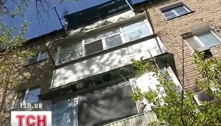 На Луганщине годовалый ребенок упал с четвертого этажа