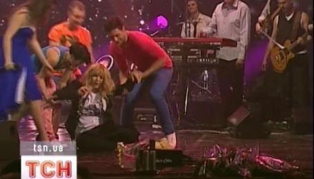 Ирина Билык распласталась на сцене