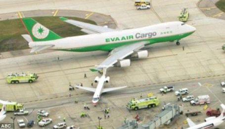 Boeing 747 протаранив пасажирський літак в аеропорту Чикаго