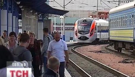 """Супер-потяг """"Хюндай"""" зламався у Харкові та зійшов з рейсу, навіть не стартувавши"""