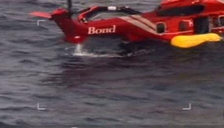 Вертолет с нефтяниками аварийно сел на воду у берегов Шотландии