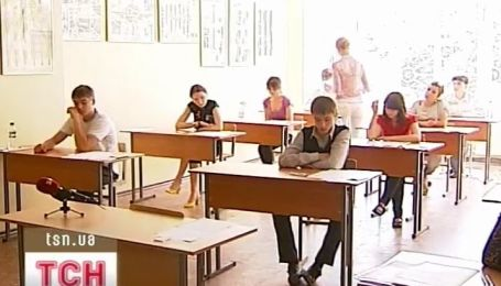Завтра украинские абитуриенты будут сдавать первый тест по химии