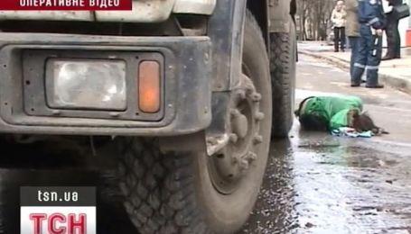 Шестнадцатилетняя школьница погибла под колесами грузовика
