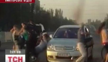 В Днепропетровске иномарка врезалась в толпу людей
