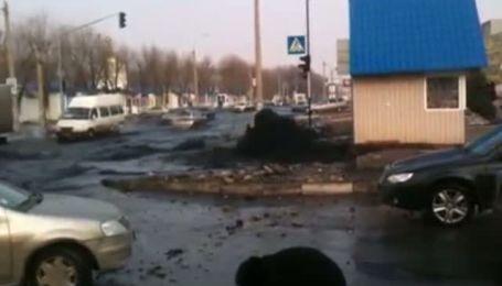 У Луганську каналізація заливає вулицю