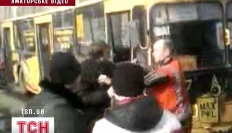 Водитель троллейбуса избил пассажира