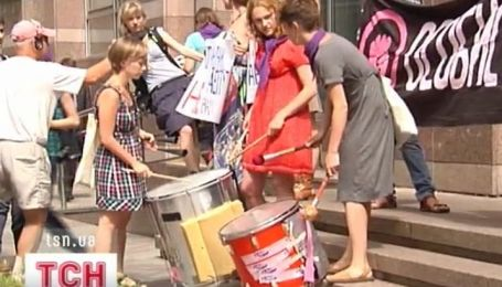 Феминистки сегодня протестовали против запрета абортов