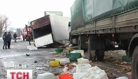 Столкновение двух грузовиков на выезде из Днепропетровска