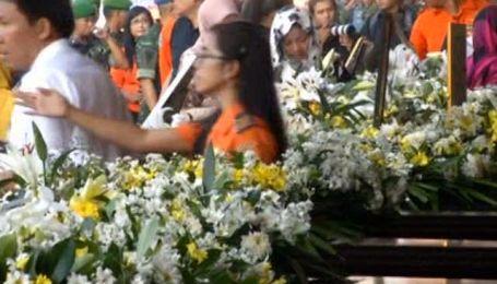 Индонезия прощается с жертвами катастрофы SuperJet-100