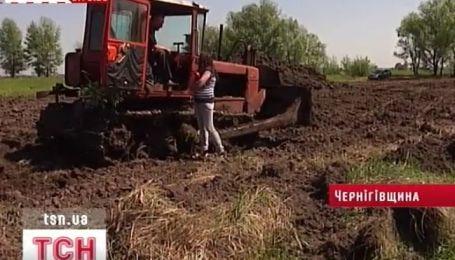 Неизвестные воруют чернозем с распаеванных земель