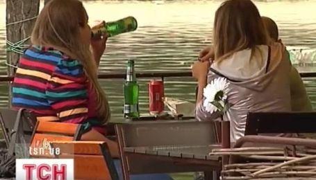 В Днепропетровске родители протестуют против торговли в парке алкоголем