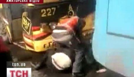 Милиция наказала пассажира, которого избил водитель троллейбуса