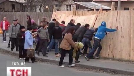 В Чернигове застройщика атаковали дети