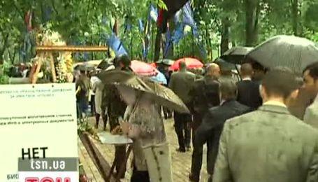 Опозиція прийшла до Януковича з проханням ветувати мовний закон
