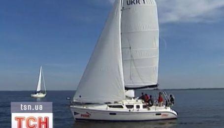 Украинские богачи из авто пересаживаются в лодки