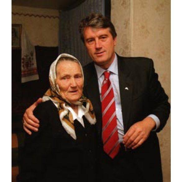 Ющенко зі своєю мамою