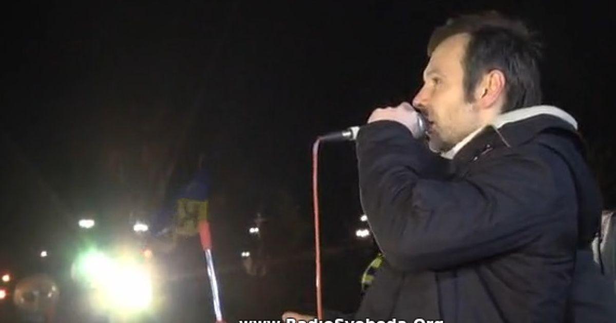"""На Євромайдані Вакарчук заспівав студентам """"Вставай"""" @ radiosvoboda.org"""