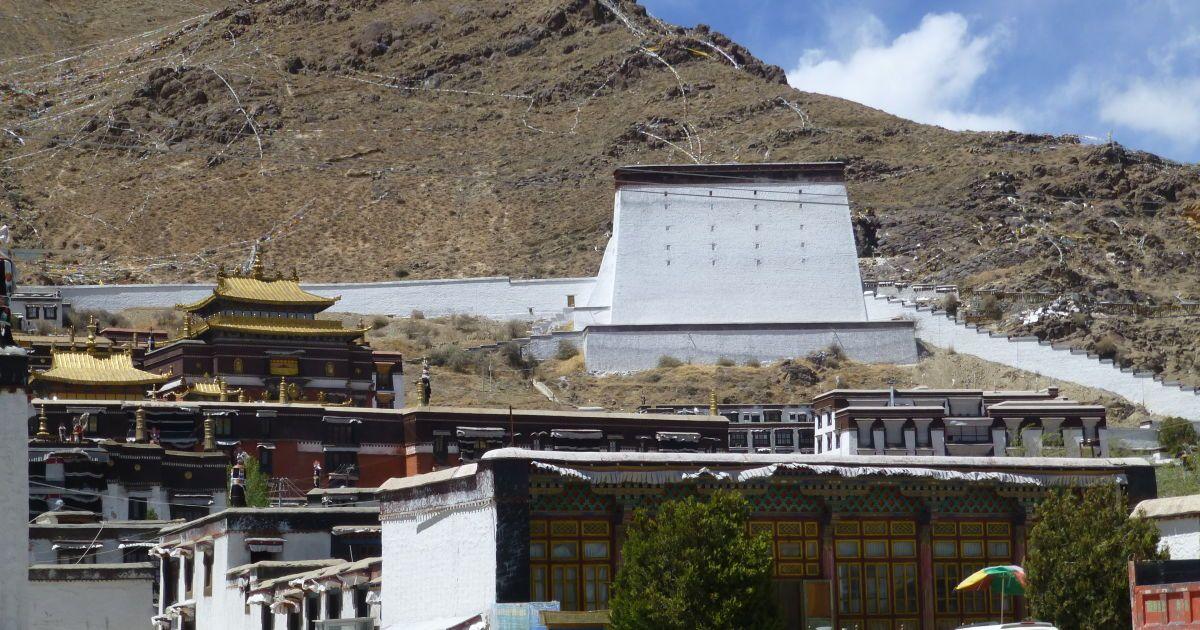 Монастырь Панчен лам в Шигадзе