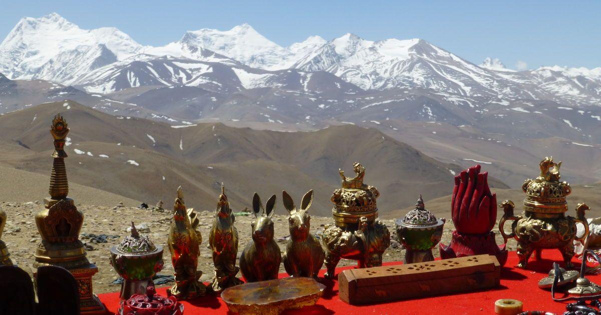 Поcледние сувениры Тибета перед спуском к Непалу