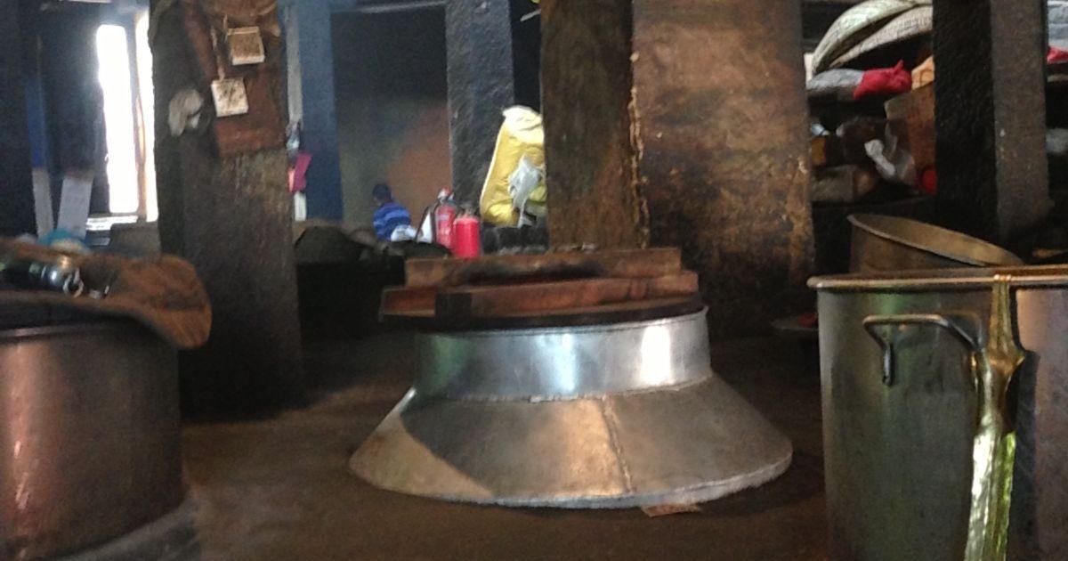 Чаны для приготовления еды монахам
