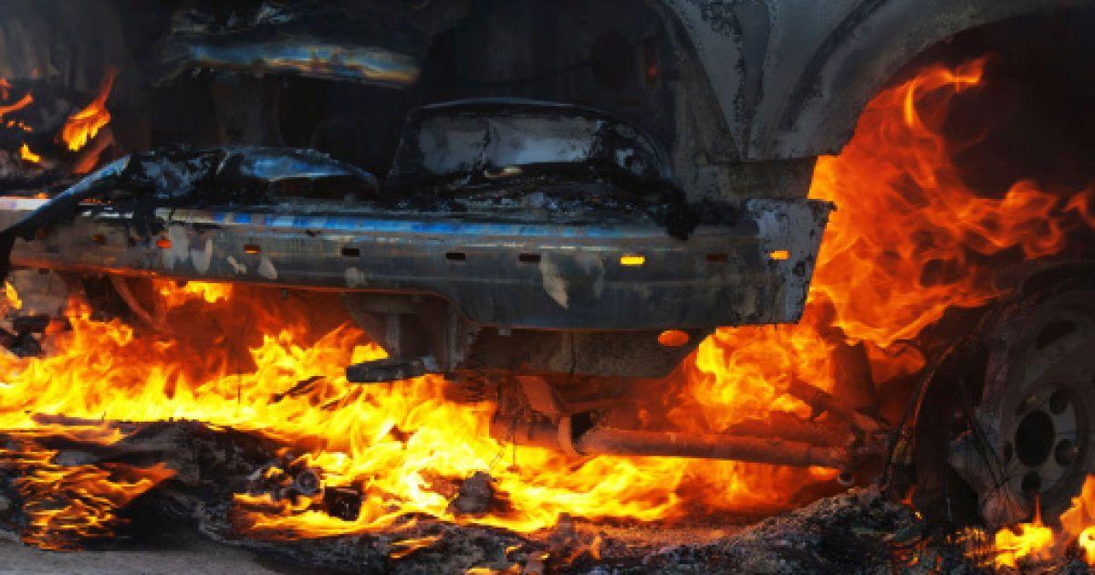 Под Киевом произошло жуткое ДТП: авто выгорело дотла