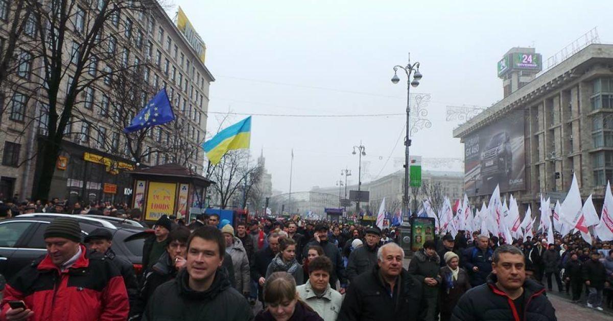 На Евромайдане по разным оценкам от 50 тысяч до 100 тысяч человек @ donbass-info.com