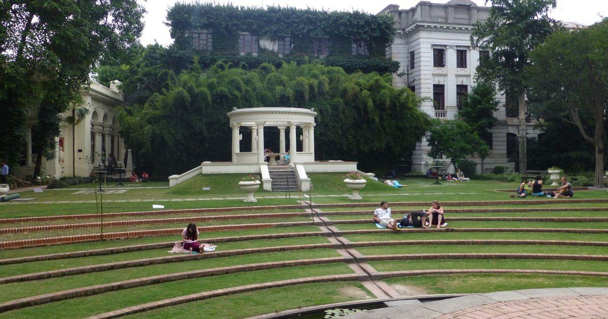 Колониальный сад в Катманду. За вход в него берут деньги