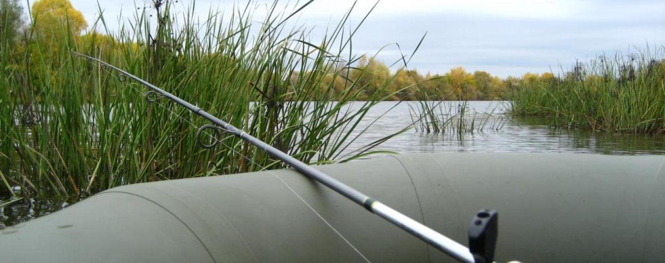 В Бердичеве подростки спасли из воды рыбака, который потерял сознание и упал в воду