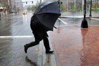 На завтра синоптики знову пообіцяли Україні холодну і дощову погоду