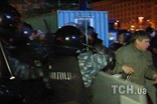 """Відео розгону Євромайдану: """"Беркут"""" бив людей, які не встигли втекти"""