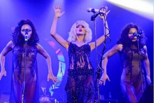 Светлана Лобода потеряла своих эффектных темнокожих бэк-вокалисток