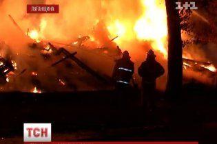 На Луганщині люди стрибали із вікон, рятуючись від пожежі, але вогонь забрав життя матері та дітей