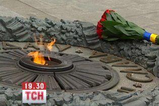 На Дніпропетровщині молодик відрізав голову товаришу і підсмажив її на Вічному вогні