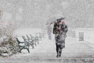 У новорічну ніч українцям обіцяють опади, а потім потепління та ожеледицю