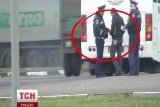 Даішників, які збирали з водіїв хабарі, зняла прихована камера