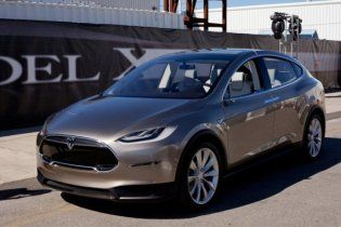 Кросовер Tesla Model X зібрав 6 000 попередніх замовлень