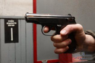У Києві бізнесмена застрелили на порозі багатоповерхового будинку