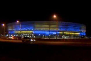 Один из лучших стадионов Польши стал желто-синим в поддержку Евромайдана