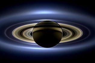 NASA опубликовало панорамное фото Сатурна в окружении Земли, Марса и Венеры