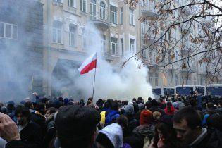 Активісти на Майдані облили зеленкою та побили студента – міліція