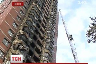 Пожежа елітної висотки у Донецьку: вогонь швидко поглинав пластмасові балкони
