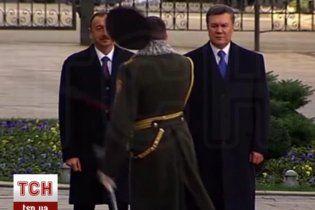 Отец офицера, который снес саблей фуражку перед Януковичем, рассказал подробности инцидента