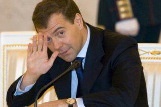 """Медведев считает Украину """"бедным родственником с протянутой рукой"""" и хочет вернуть Януковича"""