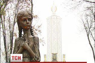 Україна у скорботі вшанувала 80-ті роковини Голодомору