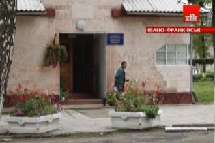 На Івано-Франківщині психічнохворих людей здавали у найми і платили їм копійки за чорну роботу