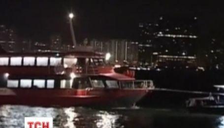85 пассажиров пострадали из-за столкновения парома с неизвестными объектом