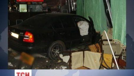 Пьяный водитель, убегая от ГАИ, на полной скорости въехал в ресторан