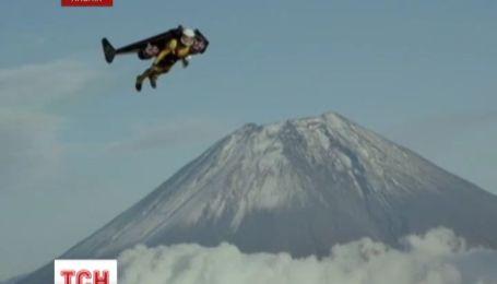Швейцарський відчайдуха підкорив японську гору  з повітря