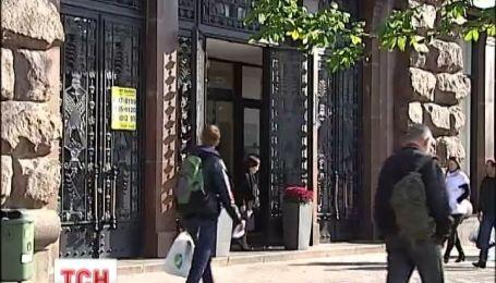 Аферисты пытались продать 4 магазина на Крещатике