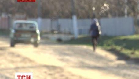 На Буковине 18-летний водитель сбил трех школьниц на тротуаре